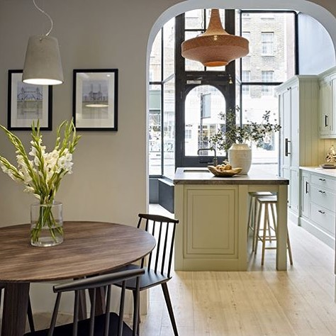 Another regram from our lovely clients Harvey Jones Kitchens. This is their beautiful Islington showroom with newly installed Glück pendant Ø80cm in Dusky Pink @harveyjoneskitchens